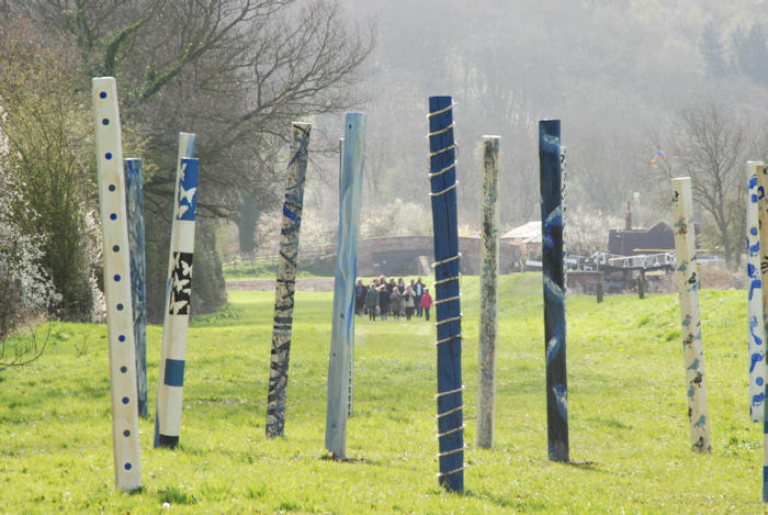 Wood Henge is a collaborative sculpture installation by Laury Dizengremel and pupils from 6 primary schools in Leicestershire as well as 33 students from Belvoir High School created for the 3Rs sculpture trail