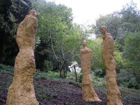 Monumental statue installation at Broomhill Sculpture Park